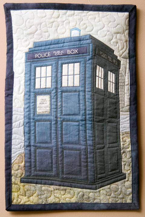 gatheredthreads' TARDIS quilt