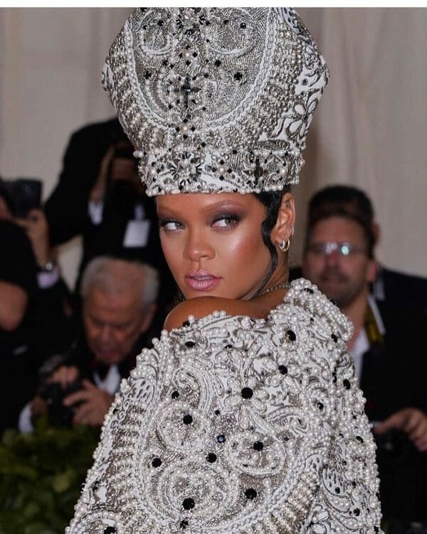 Rhianna wearing a Stephen James hat at the Met Gala 2018