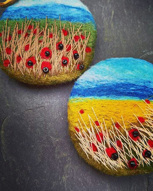 NoseyToes - Poppy Landscape Brooches