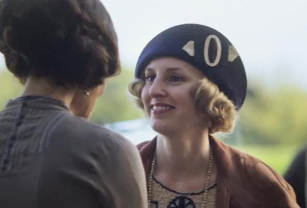Edith's hat in Downton Abbey
