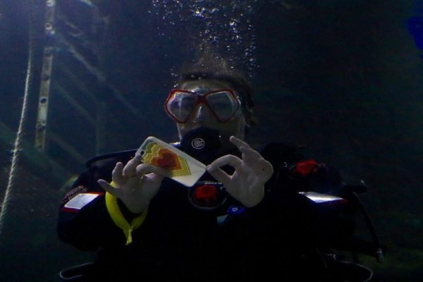 cross stitching under the water - underwater stitch